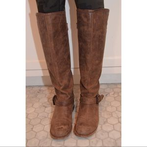 STEVE MADDEN DISTRESSED BOOT WITH RED ZIPPER
